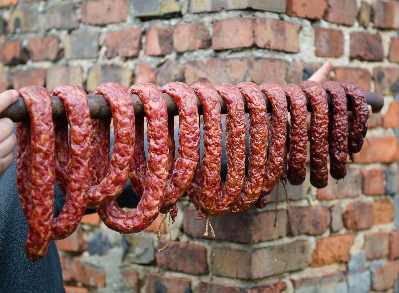swojska kiełbasa domowa kiełbasa, wyroby wędliny